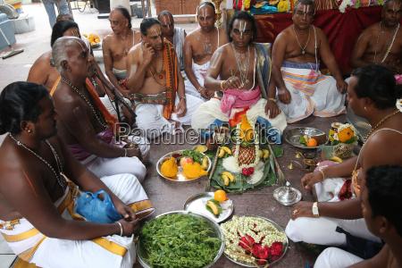 puja ceremony hindu brahmin priests sri